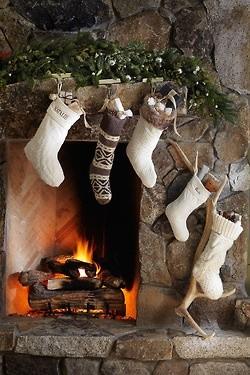 julsockar vid öppna spisen