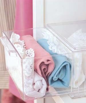 underkläder i transparent låda