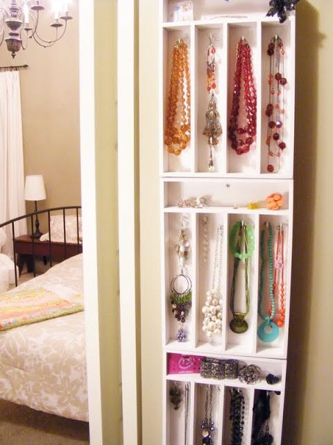 DIY hängande smyckesförvaring