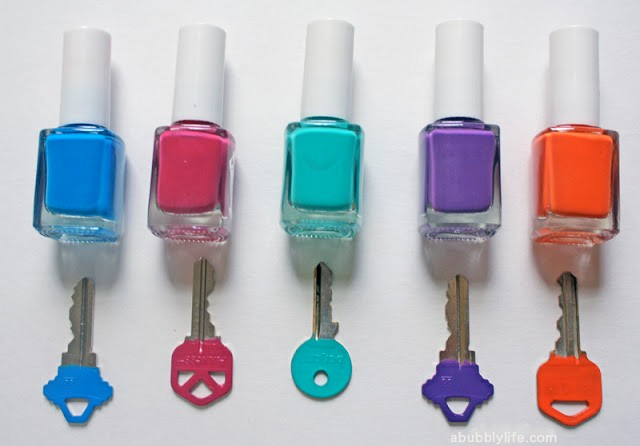 förvaring - ordning bland nycklar med nagellack