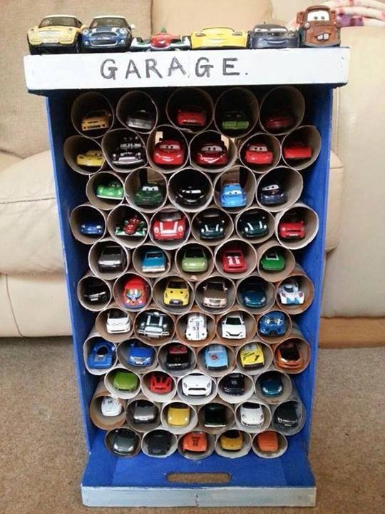 garage för småbilar av toarullar
