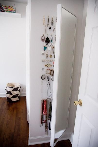 spegel med smyckesförvaring IKEA