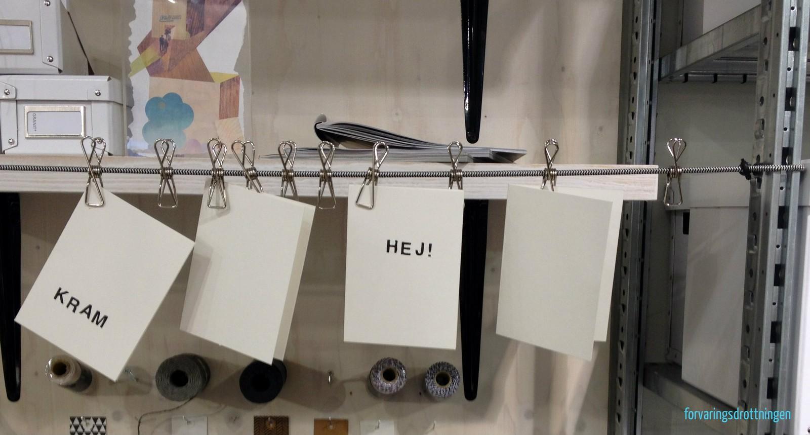 vykort upphängda på en lina