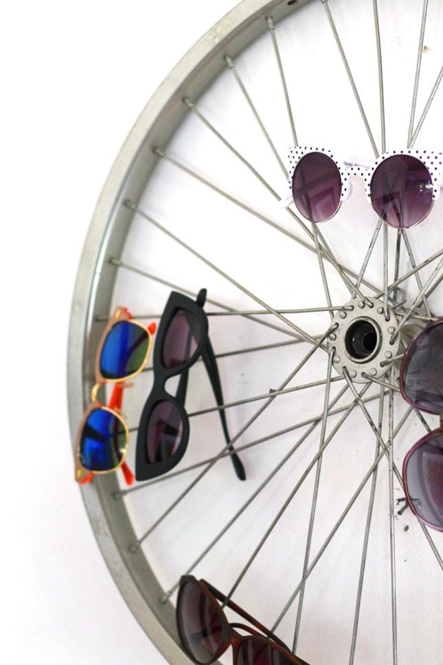 Kreativ förvaring av solglasögon - på cyckelhjul