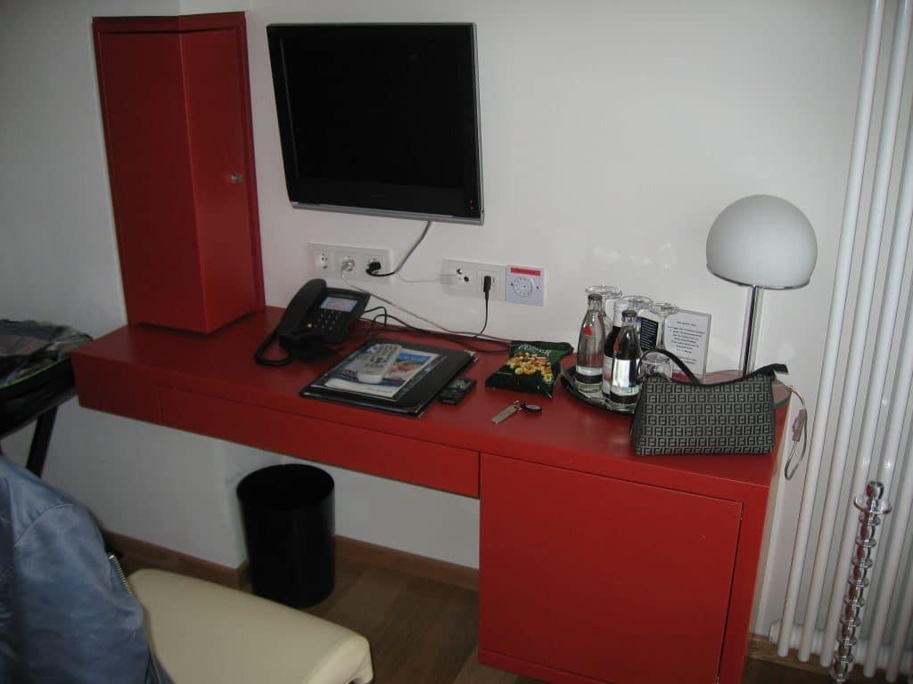 platsbyggt-skrivbord