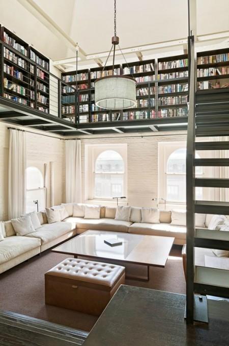 Bibliotek ovanför fönstren