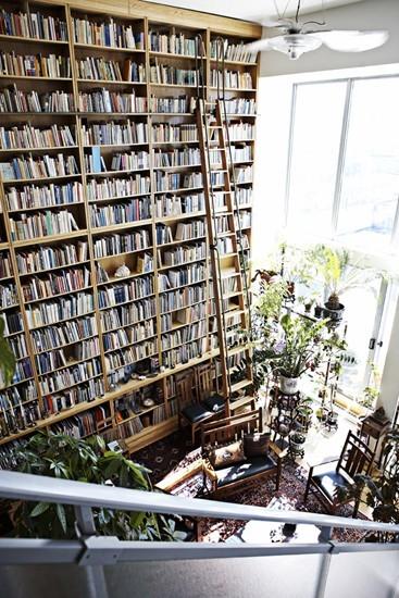 Flera vånings bokhylla