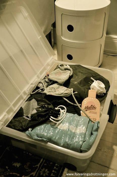 allt för resan i en låda under sängen