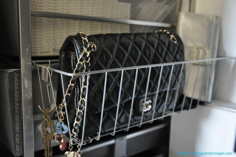 garderobsförvaring för väskor - sidokorg från Elfa