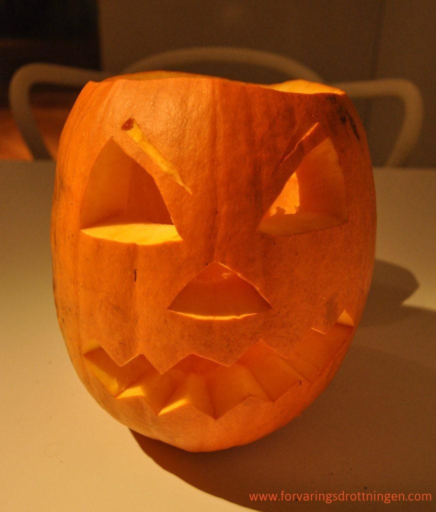 skära ur halloween pumpa