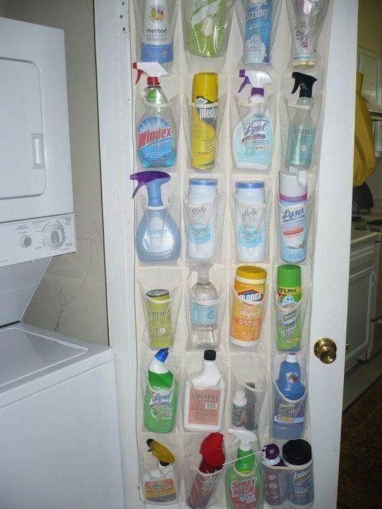 Förvaringsdrottningen - förvaring av städmedel på dörren