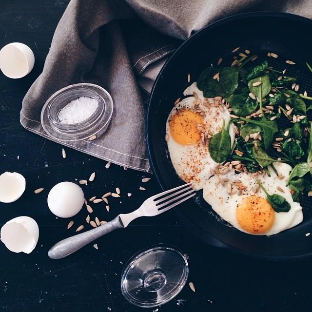 Stekta ägg med spenat
