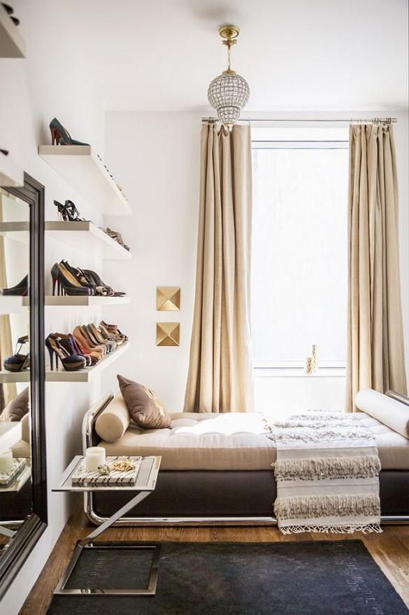 Skoförvaring på hyllor i sovrummet
