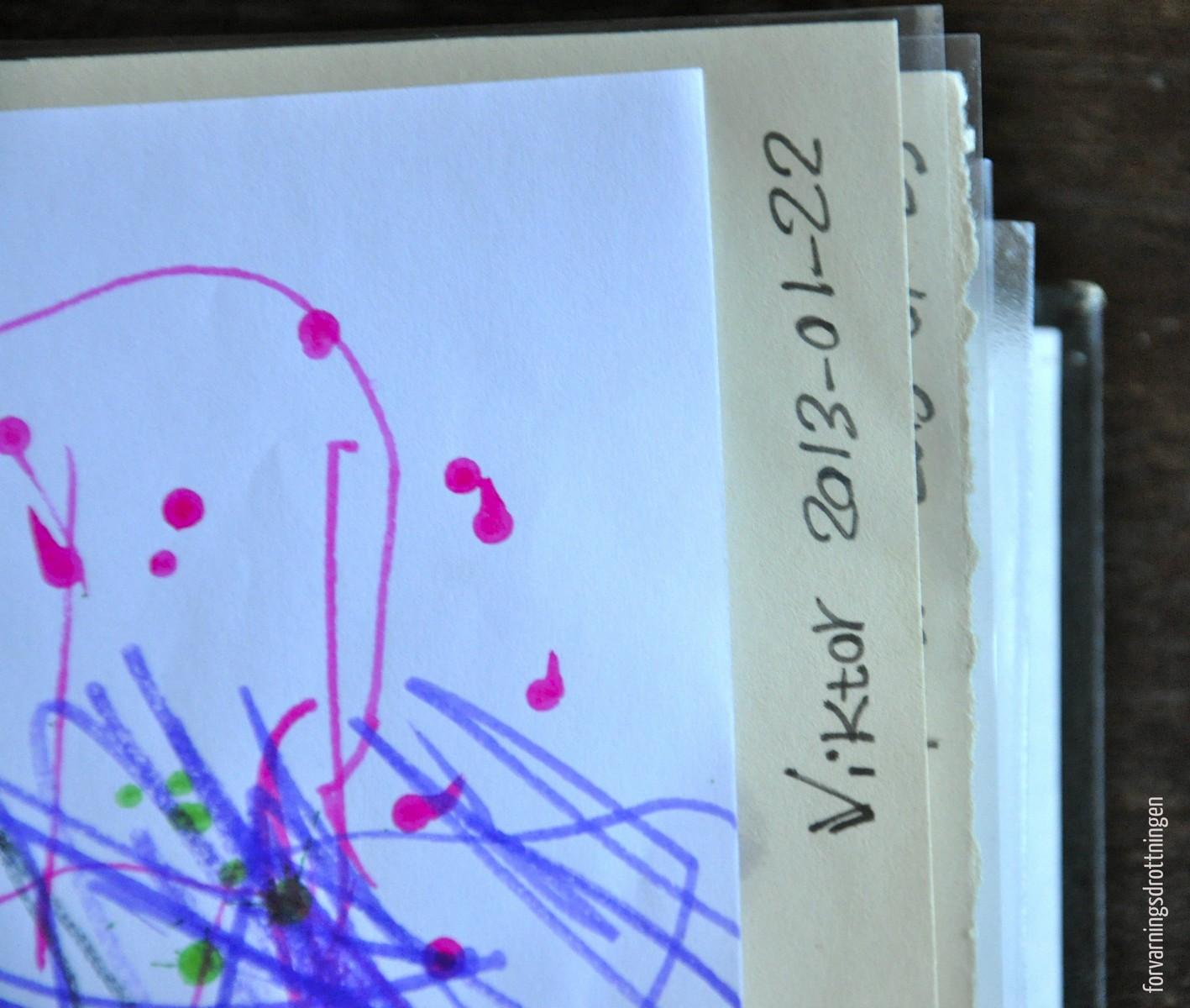 Skriv datum på barnteckningar