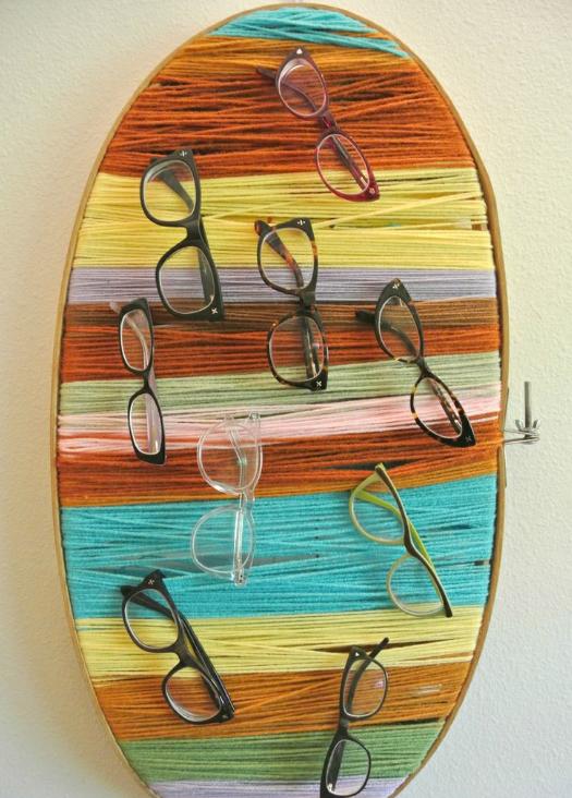förvaring av glasögon på broderingstavla