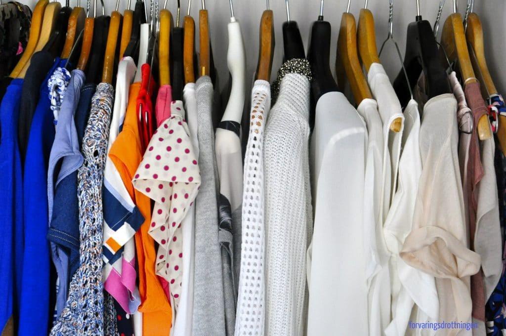 byta till sommarkläder i garderoben