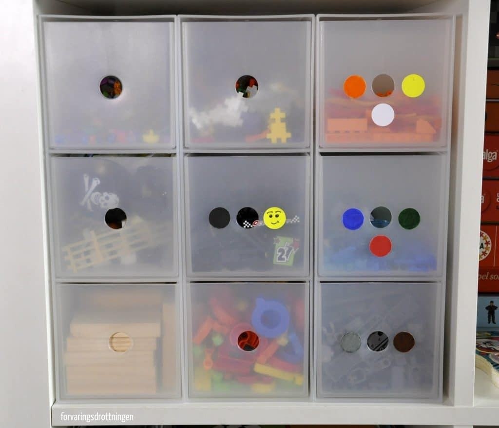 Lego organiserat efter färg