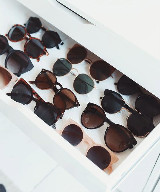 Förvaring av solglasögon i en låda