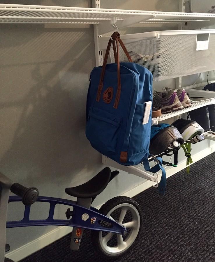 Förvaring av ryggsäck och cykel i hallen